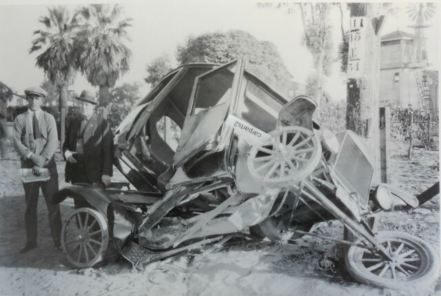 "12 By 18"" Black & White Picture 1921 Ford Model T Sedan wreck"