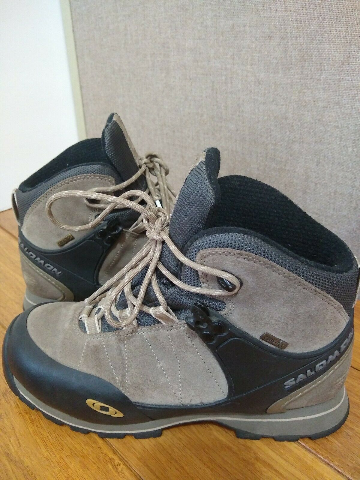 Salomon Contagrip Gore- Tex Women's Hiking Trail Boots Sz 8  G  pre-owned.  top brand