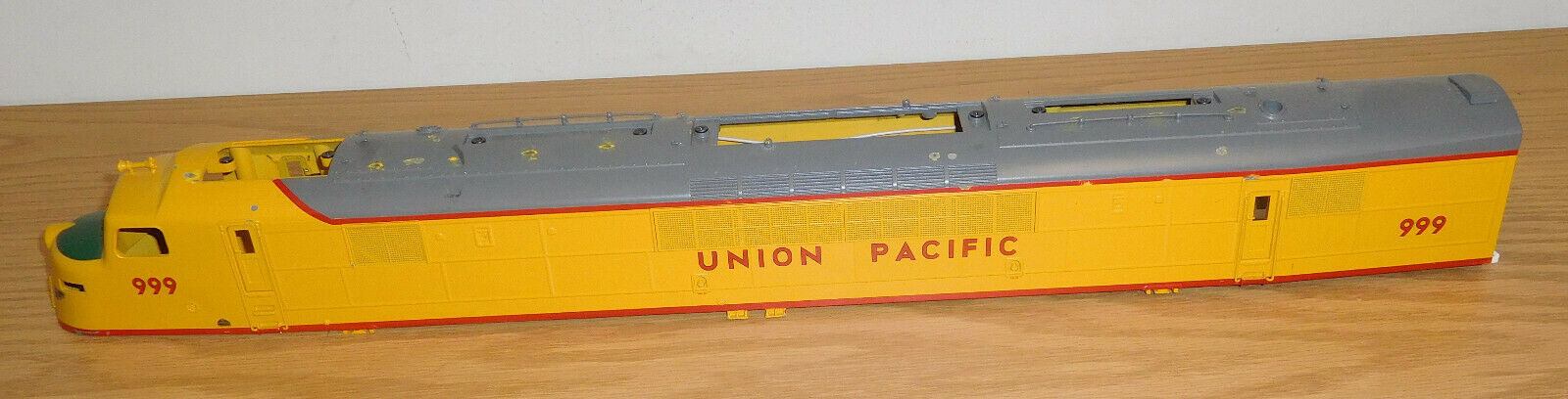 LIONEL  34673 UNION PACIFIC CENTIPEDE DIESEL LOCOMOTIVE DIECAST SHELL O SCALE UP