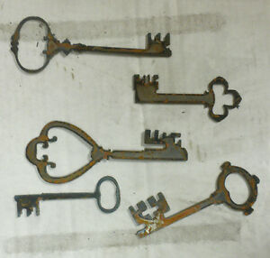 """Lot of 5 Old Style Skeleton Key Shapes 4"""" - 6"""" Rough Rusty Metal Vintage Crafts"""