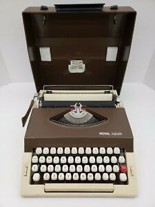 Royal-Safari-Typewriter-Tan-Brown-Portugal-Vintage-With-Shell-Case-Handle