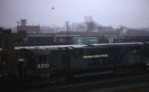 PENN-CENTRAL-Railroad-Locomotive-Train-Yard-Original-1972-Dewitt-Photo-Slide
