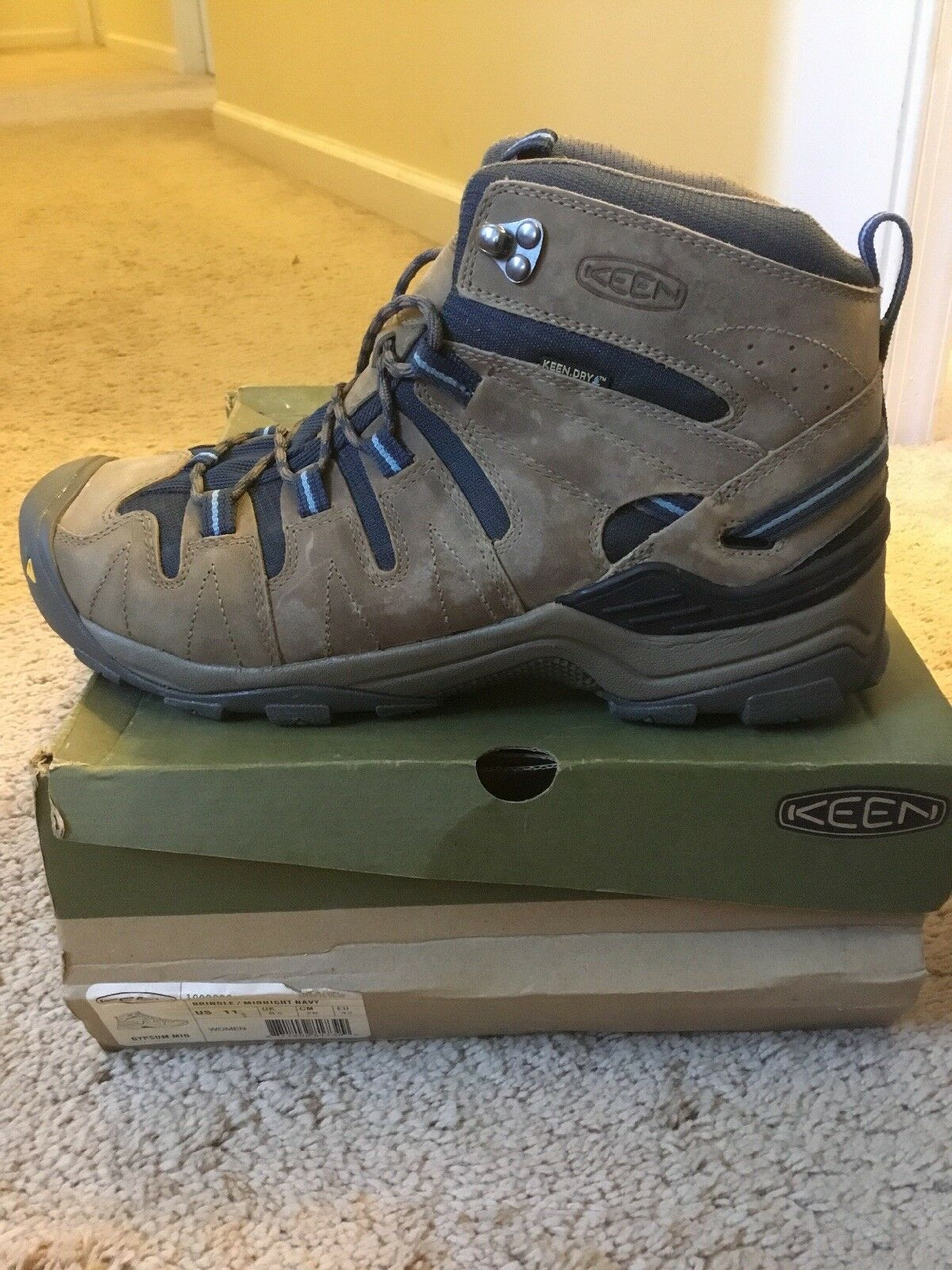 Keen Womens Gypsum Mid Hiking Boot  Size 11  big discount prices