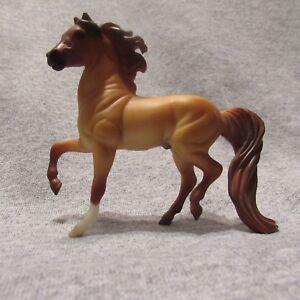 Breyer-59982-red-dun-morgan-stablemate