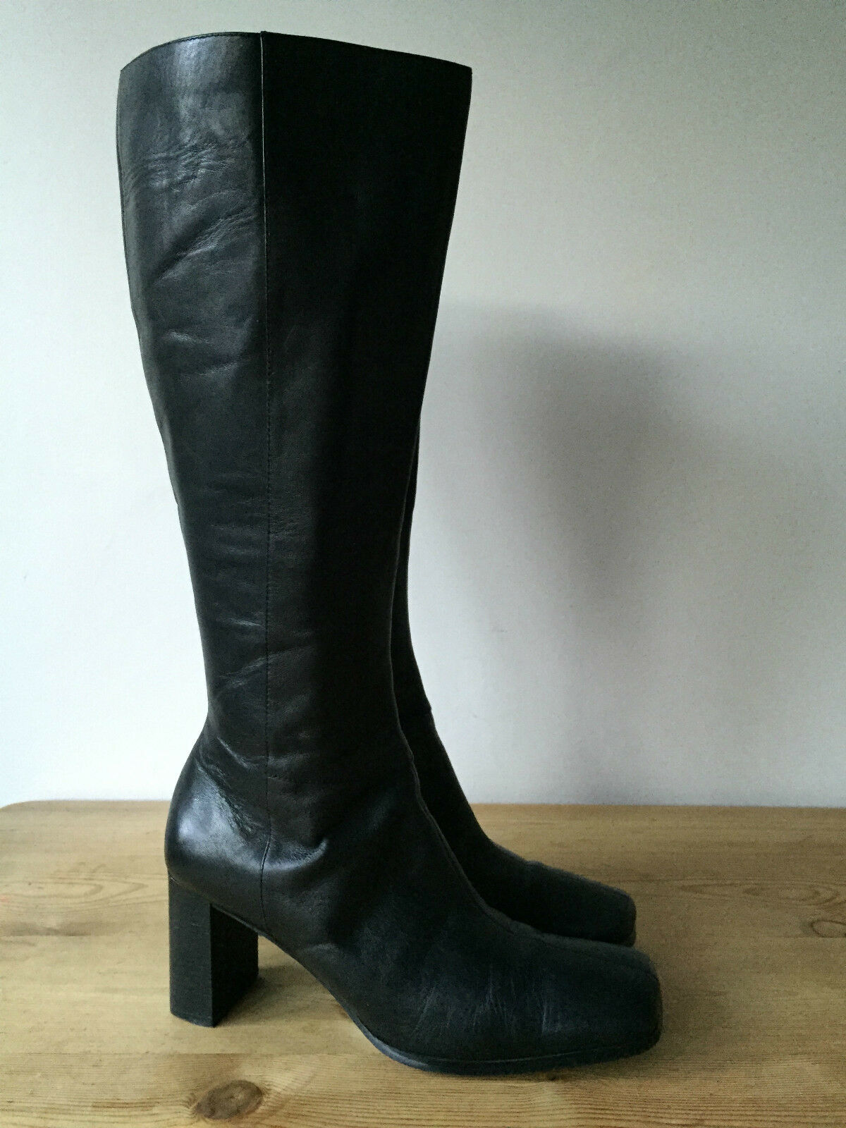 MARKS & SPENCER LADIES BLACK LEATHER KNEE HIGH LEATHER LINED BOOTS UK5