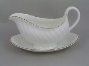 WEDGWOOD-GOLD-CHELSEA-GRAVY-BOAT-AND-SAUCER