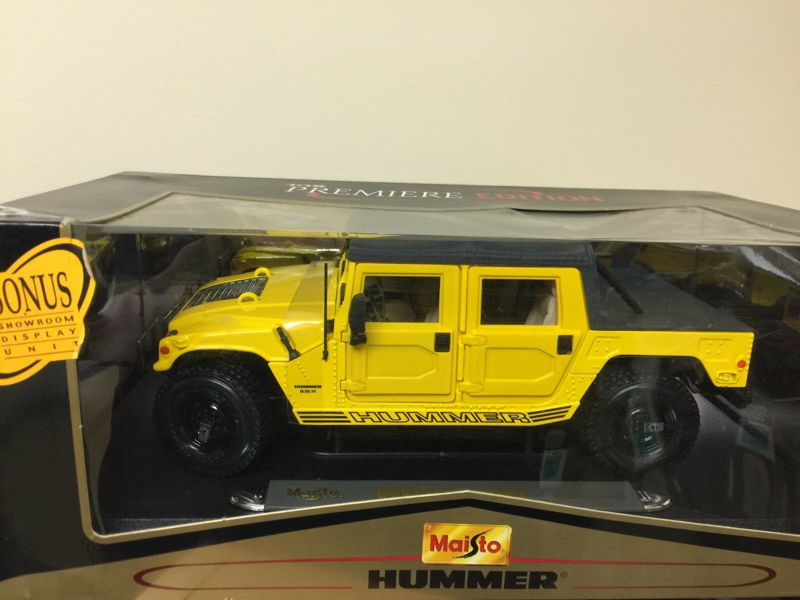 1 18 DIE CAST Maisto PREMIERE EDITION HUMMER (soft top)