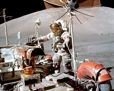 8X10 NASA PHOTO AB-214 APOLLO 17 ASTRONAUT HARRISON SCHMITT NEXT TO BOULDER