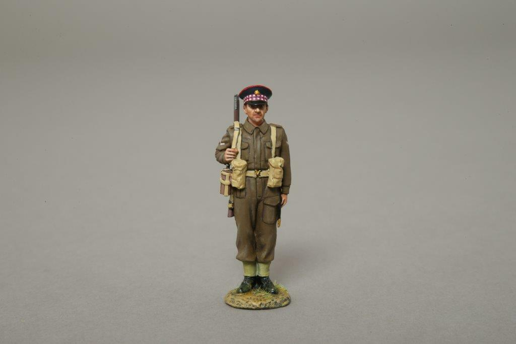 THOMAS GUNN GB001B - Scots Guard NCO Stood to Attention WW2 Painted Metal