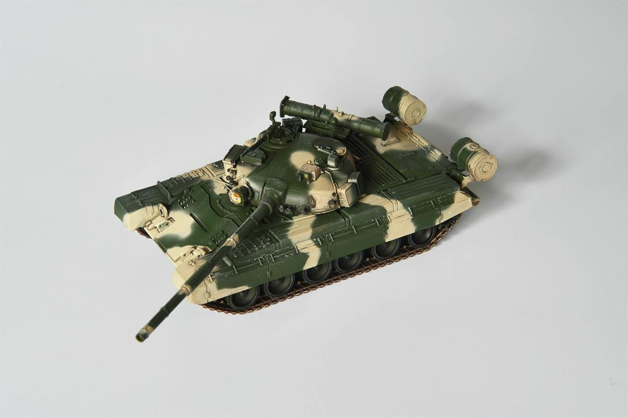 MODELCOLLECT 1 72 RUSSIAN ARMY T-80B TANK  AS72032 T-80 TANK
