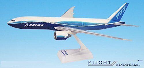3978 Pakistan PIA Boeing 777-200LR Hogan Wings 1:200 plastic snap-fit model