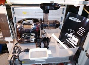 OMEGA J8006HD Nutrition System Chrome Low Speed Juicer - Excellent Condition
