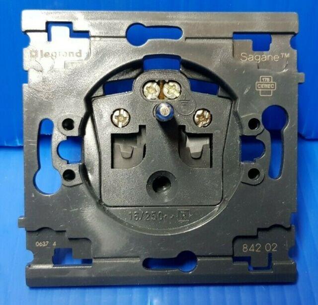 10 mécanismes prise 2P+T sagane ref 84202  Legrand