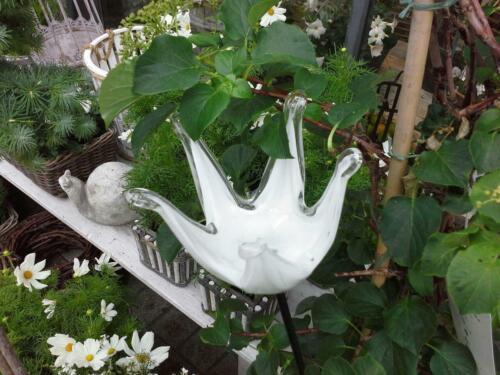 Steckfigur Blüte mit Stab Gartendeko Sommer Gartenfigur Stecken Glas Weiß Metall