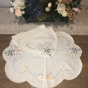 Vintage-Embroidered-Butterly-Doilies-Set-of-3-Matching-Handmade-White-Linen-EUC