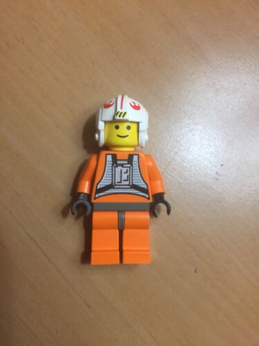 Lego Star Wars Red Symbol Rebel Pilot with Yellow Face