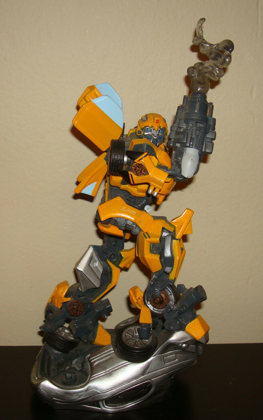 TRANSFORMERS BUMBLE BEE Figurine Toy DESK FIGURE 2006 Hasbro Robot Movie Picture