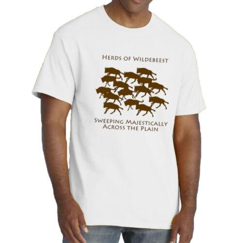 Troupeaux de gnou balayage majestueusement dans la plaine T-shirt par sillytees