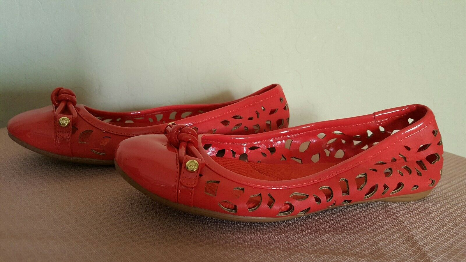 Dana Buchman women's shoes. Gorgeous SZ comfortable colorful  flats. SZ Gorgeous 7.5M e88376