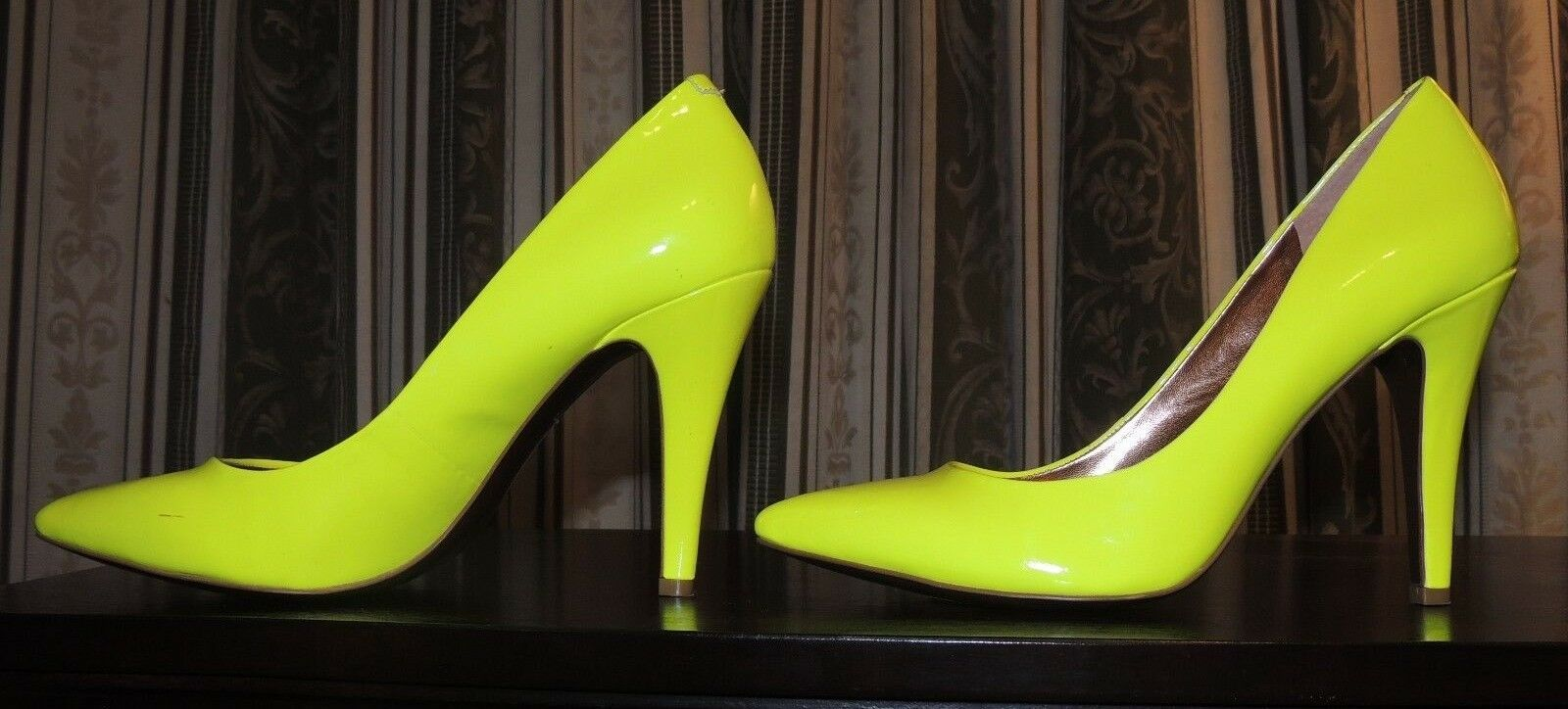 BCBverdeeration  Patent Leather Pump Cielo - Neon giallo, Dimensione 7.5M  vendite online