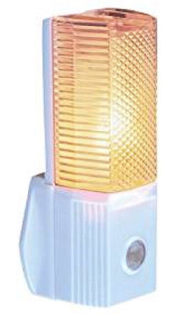 Automatic Night Light Plug In with Electronic Sensor White On at Dusk
