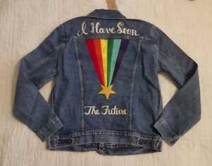Détails sur Homme Neuf M L XL XXL LEVI'S GAY PRIDE Communauté Trucker Rainbow Jean Veste en jean afficher le titre d'origine