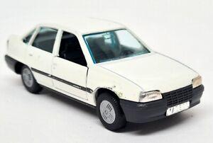 Gama 1/43 - Opel Kadett GLS White Diecast Scale Model Car Unboxed - 1198
