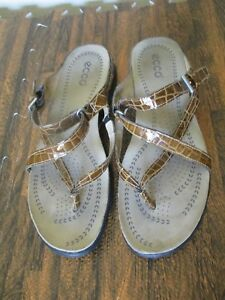 Details about ECCO Light Womens Sandals Brown Patent Moc Croc Strappy Thong Shoes Size 40