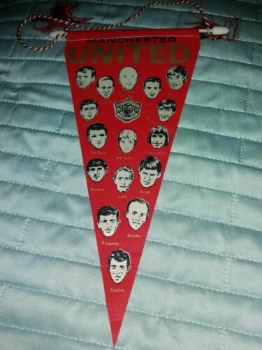 RARE Vintage 1970s MANCHESTER UNITED Player Picture Silk Football Pennant