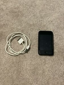 First-Generation-Ipod-Touch-With-Silicon-Case-And-Charging-Cable-Bundle