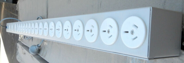 CLIPSAL 20 OUTLET INDUSTRIAL POWER BOARD