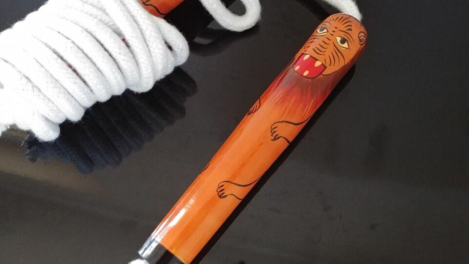 Andet legetøj, Sjippetov i træ med håndmalet løvemotiv