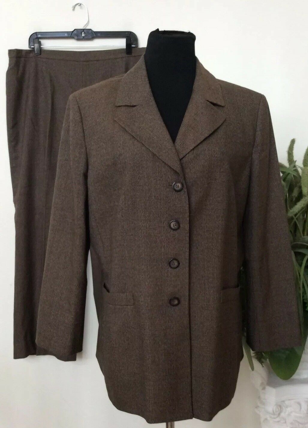 Kasper Women's Brown Stripe Polyester Blend 2 Piece Pant Suit Size 18 EUC
