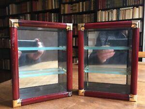 Paire de petites vitrines pour collection.