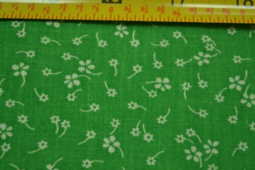 """M4979 45/"""" Wide By-the-Half-Yard White Calico on Green Thinner Cotton"""