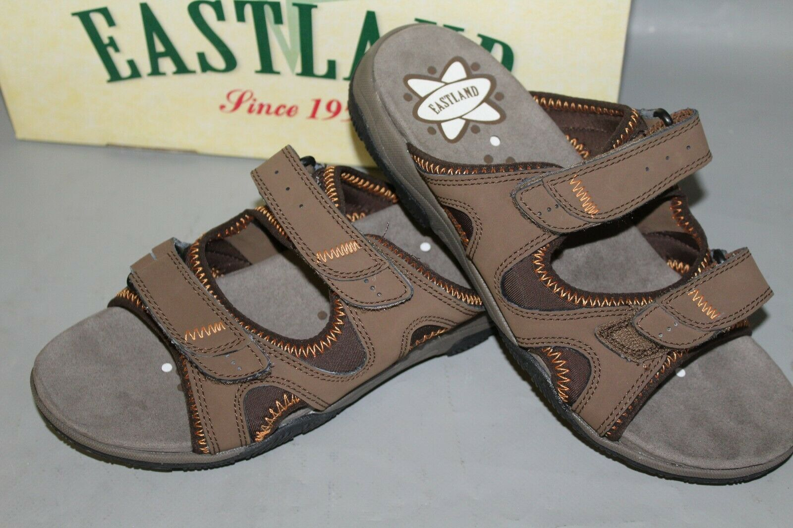 NEW Women's Eastland Summit Size 10 Medium Brown Comfortable, Supportive Slides