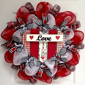 Herringbone Heart With Dangling Love Sign Valentines Day Deco Mesh