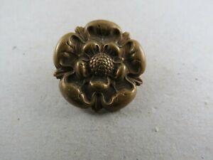 Military-Collar-Badge-The-East-Lancashire-Regiment-British-Army