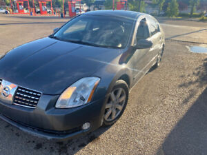 2006 Nissan Maxima sl with 270000 km leather roof automatic