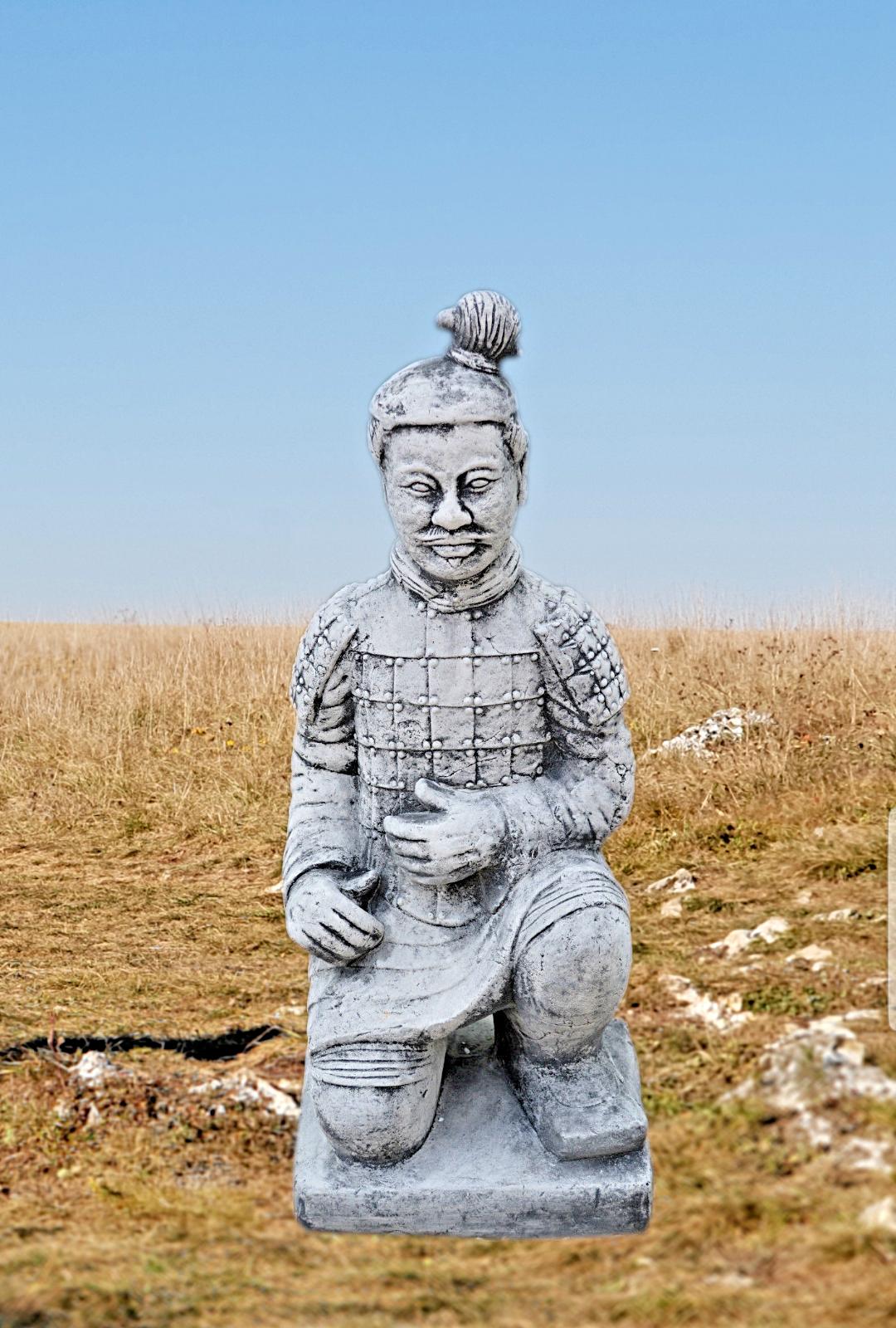 Steinfigur Chinesischer Krieger Quin Skulptur kniend Steinkunst schwarzFORM