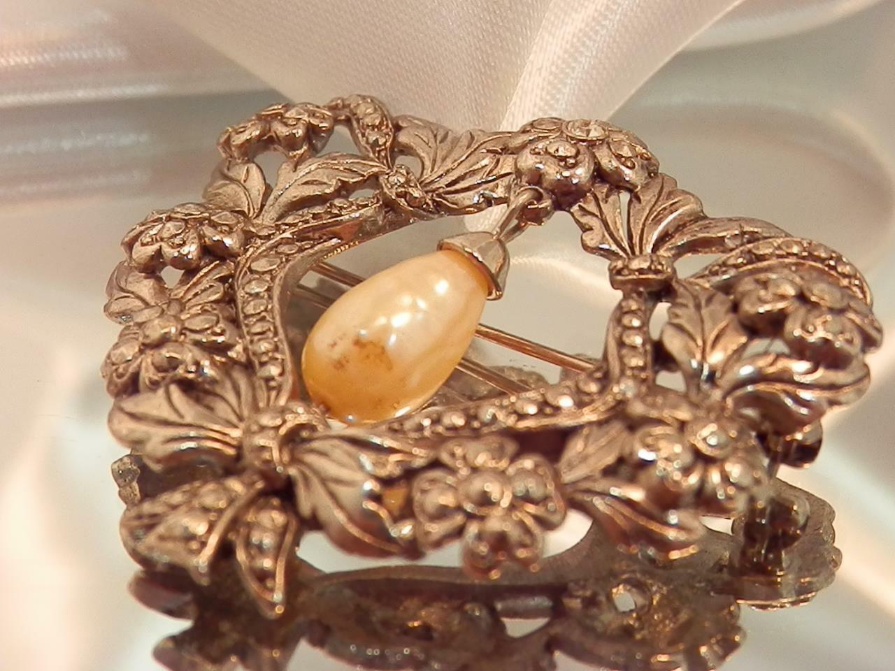 Detailed Ornate Heart Rhinestone Dangling Faux Pe… - image 3