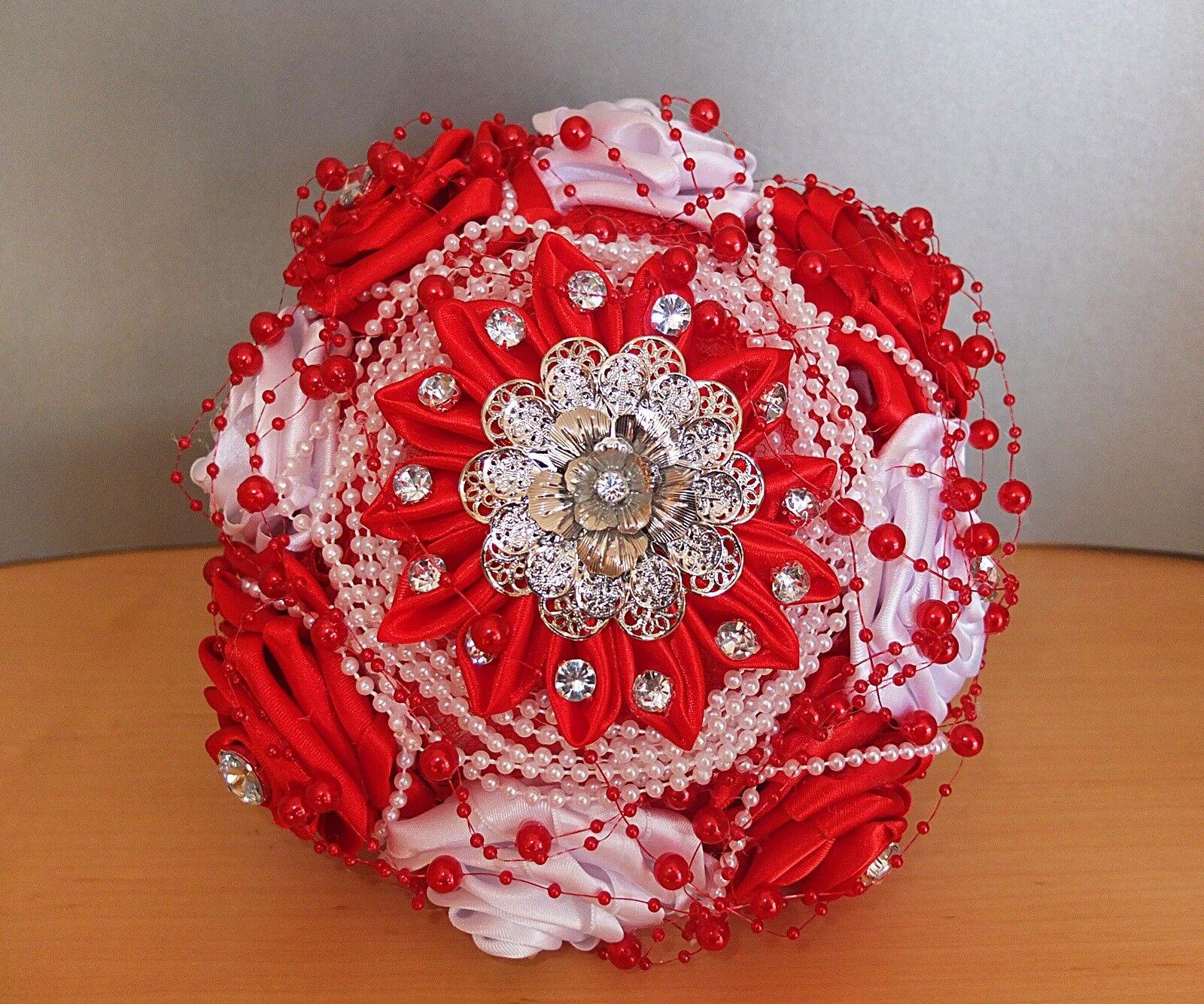Handgemachter Blaumenstrauß Brautstrauß weiß rot Brosche Satin Perlen Hochzeit