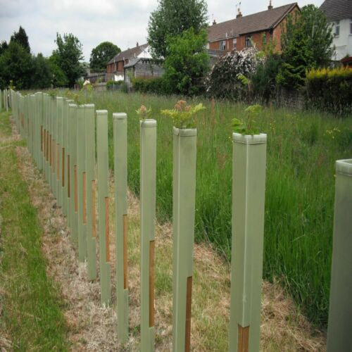 1.2M DEFENDER PRO TREE GUARD PROTECTION /& 1.35M SUPPORT STAKE PACKAGE x50