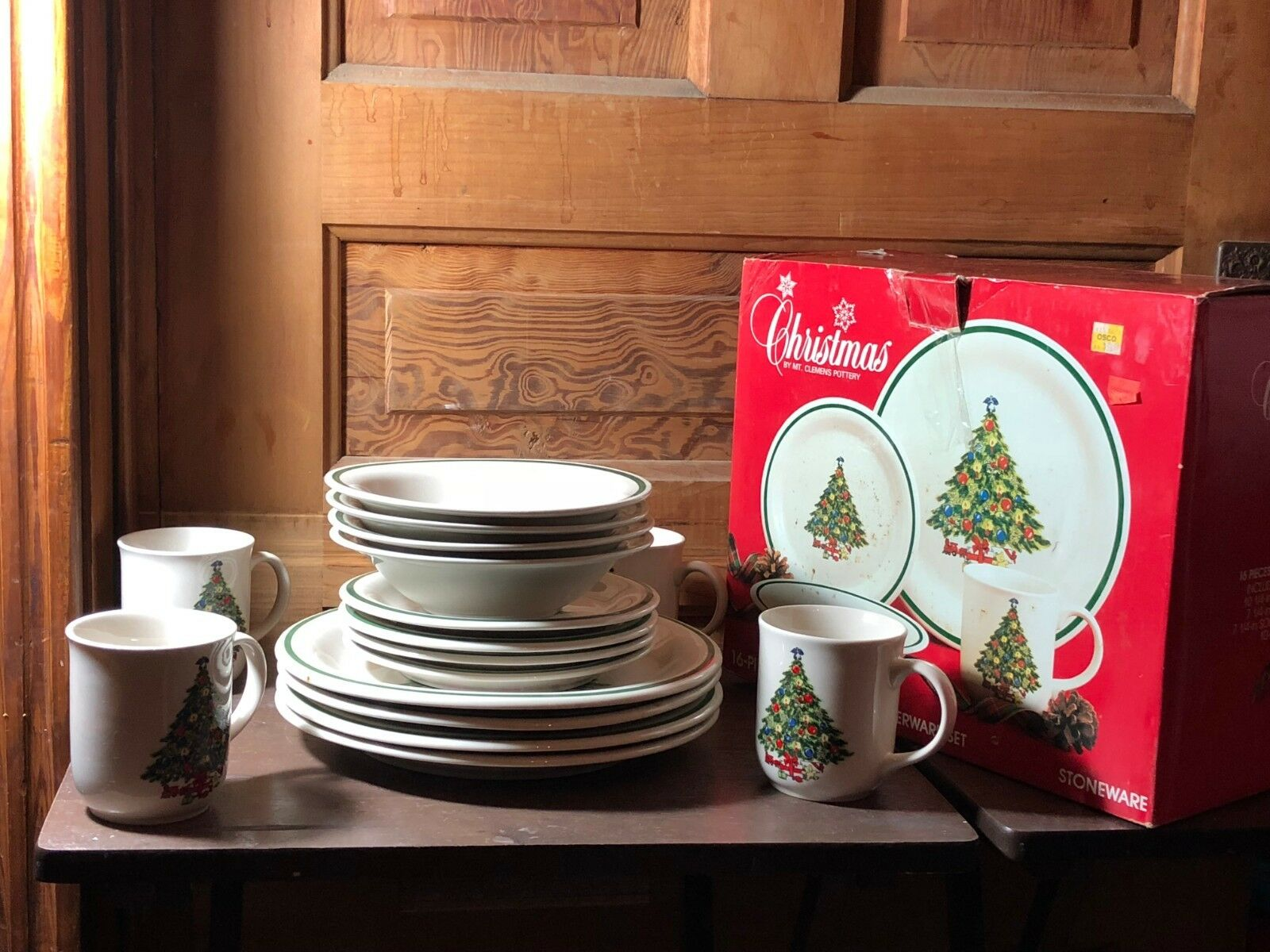 Mt. Clemens Pottery 16 Piece Christmas Tree Dinnerware Set With Original Box C