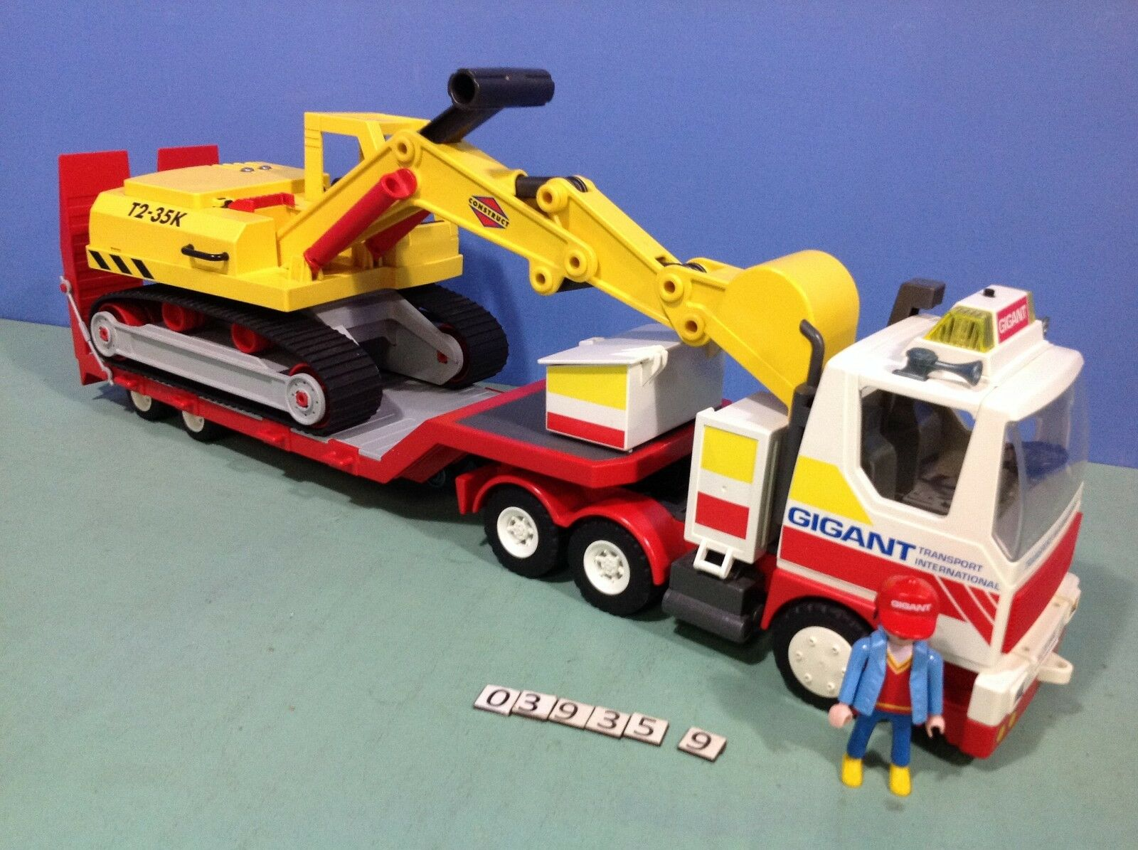 (O3935.9) playmobil Camion transport Gigant ref 3935 + tractopelle ref 3001