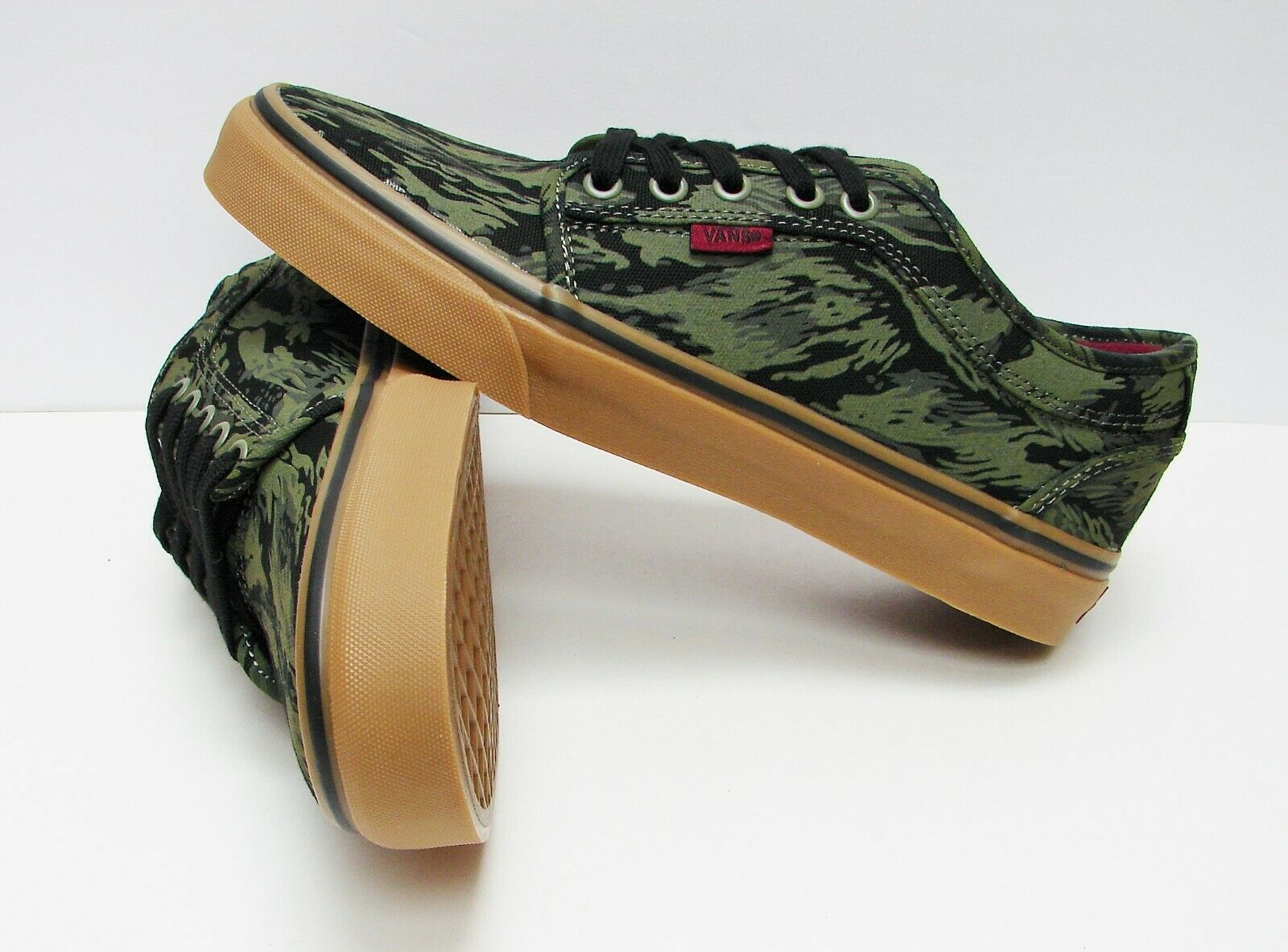 VANS Chukka Low Jungle Camo  Gum VN-000U0GDR1 Men's size  10.5