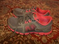 NIKE Dual Fusion ST 2 Gray Silver Desert Pink 454240-006 Womens Size 6
