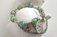 Bracelet pampilles argentés et perles porcelaines vertes
