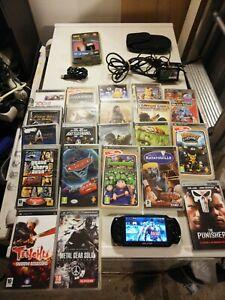 Lot Sony PSP 1004 + 18 jeux + accessoires