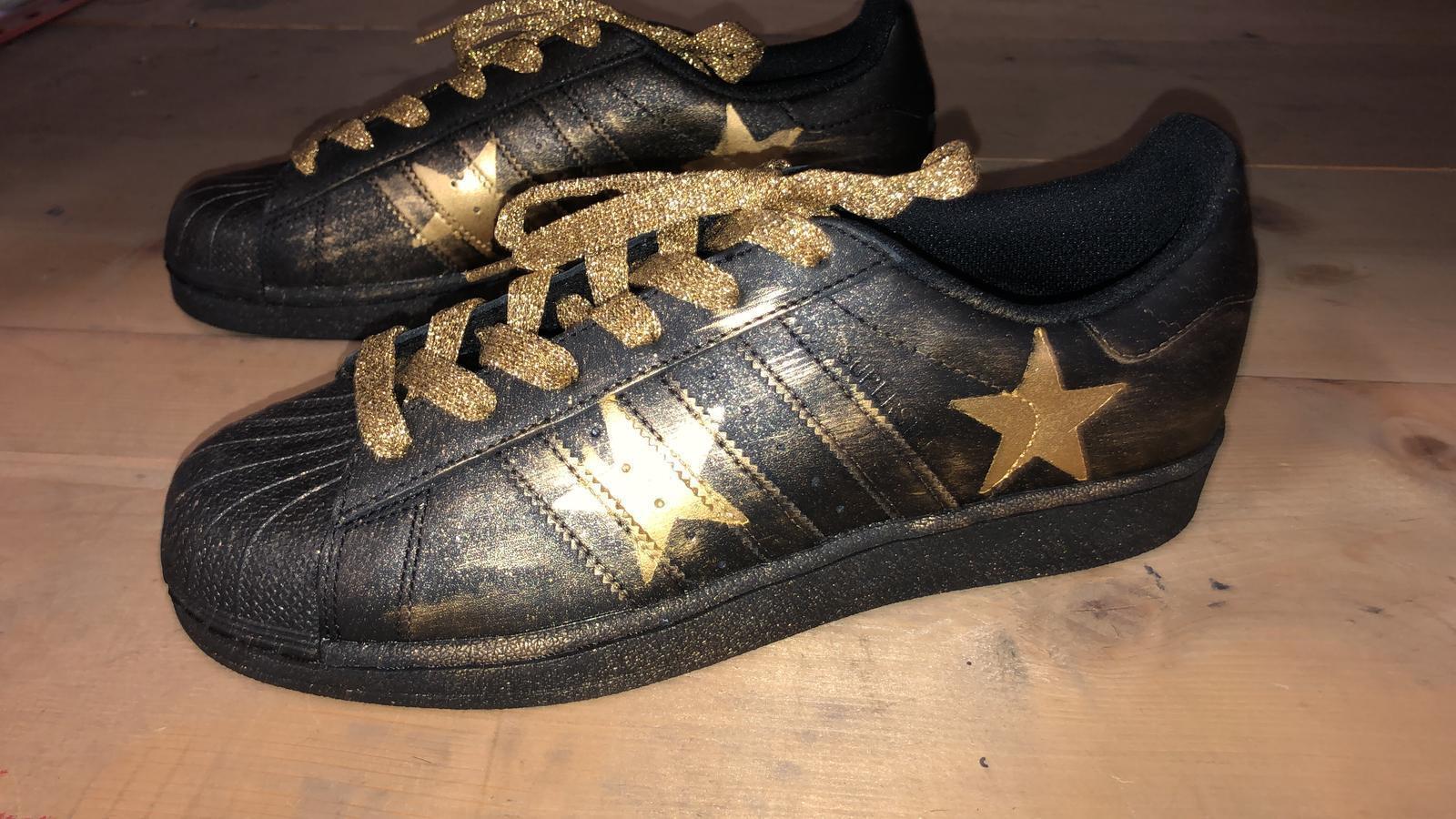 schuhe adidas superstar nere con spruzzatura Gold
